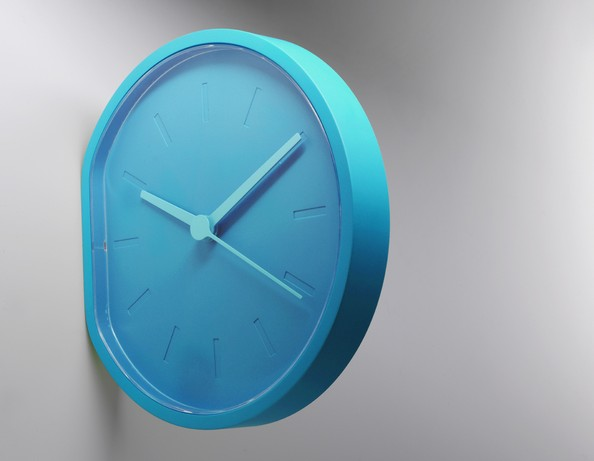 horloge accrocher ou poser par ludovic roth et alexandre dubreuil blog d co design. Black Bedroom Furniture Sets. Home Design Ideas