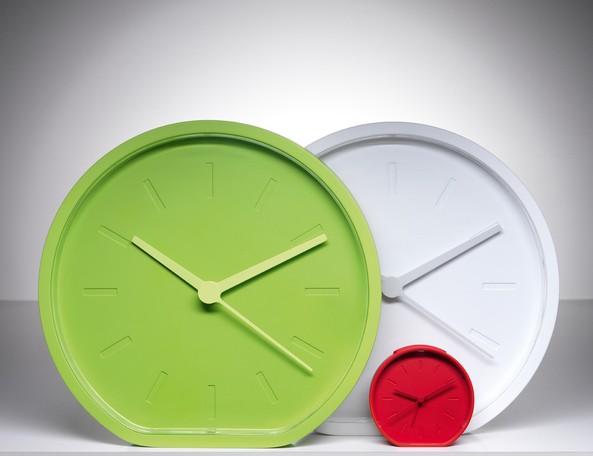 Horloge accrocher ou poser par ludovic roth et alexandre dubreuil blog d co design - Horloge a poser design ...