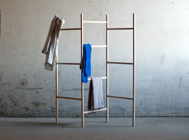 structure en bois knock down cloth rack par jakob. Black Bedroom Furniture Sets. Home Design Ideas