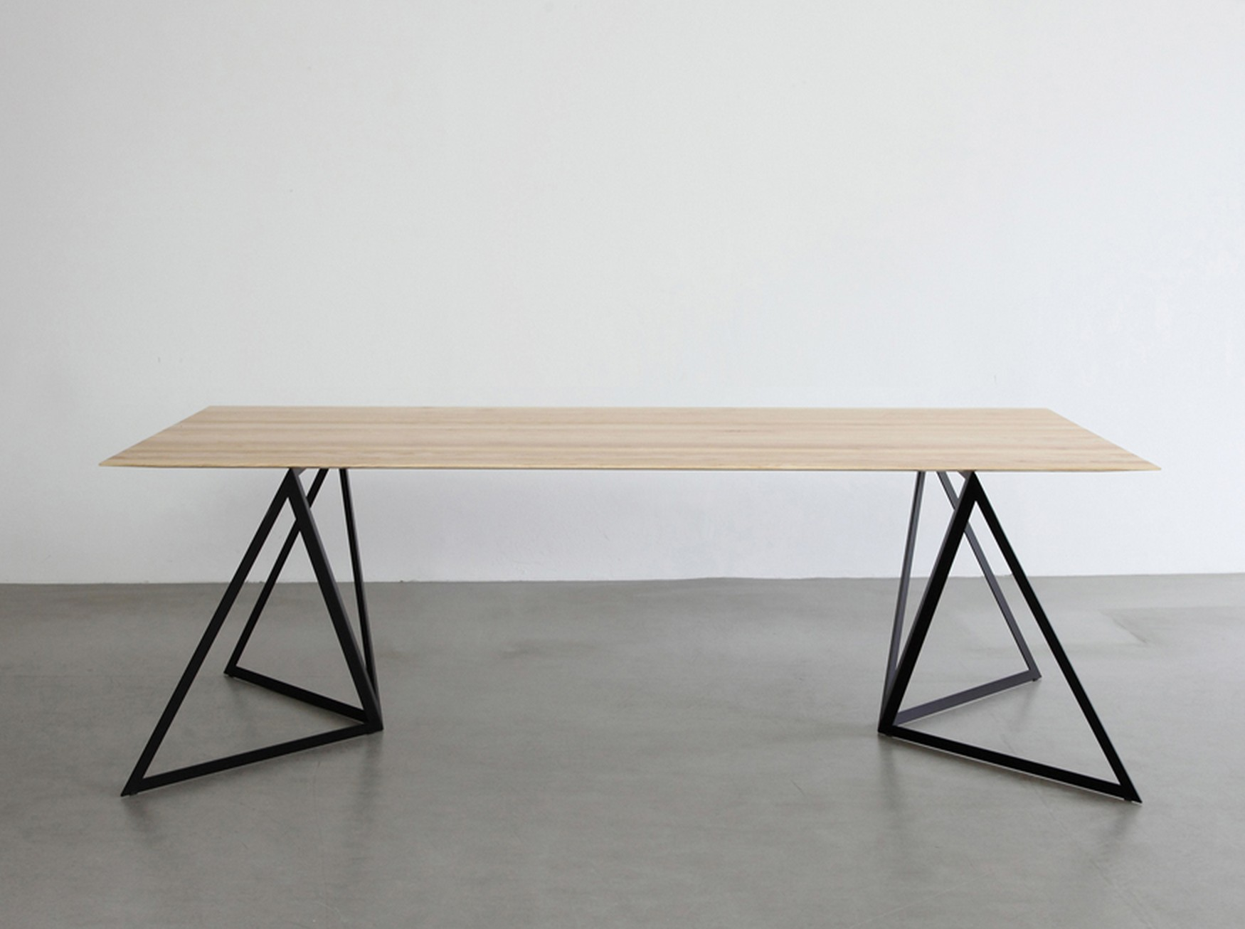 Pieds de table steel stand par sebastian scherer blog - Pied de table metal design ...