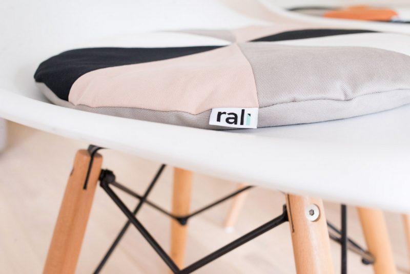 Galette de chaise le pad par rali living blog d co design - Galets de chaises ...