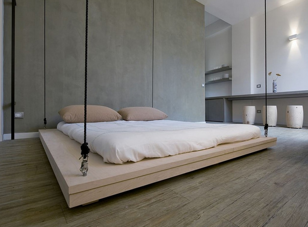 un lit au plafond par renato arrigo blog d co design. Black Bedroom Furniture Sets. Home Design Ideas