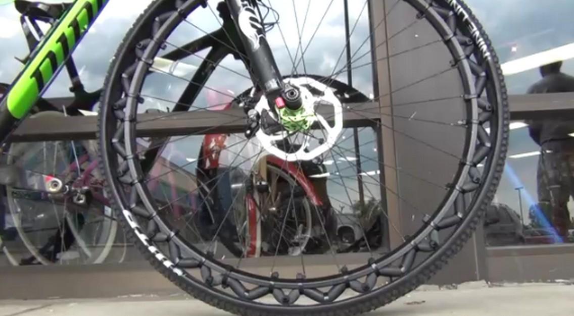 Fini les crevaisons avec cette roue de v lo sans chambre air blog d co design - Combien coute une chambre a air de velo ...
