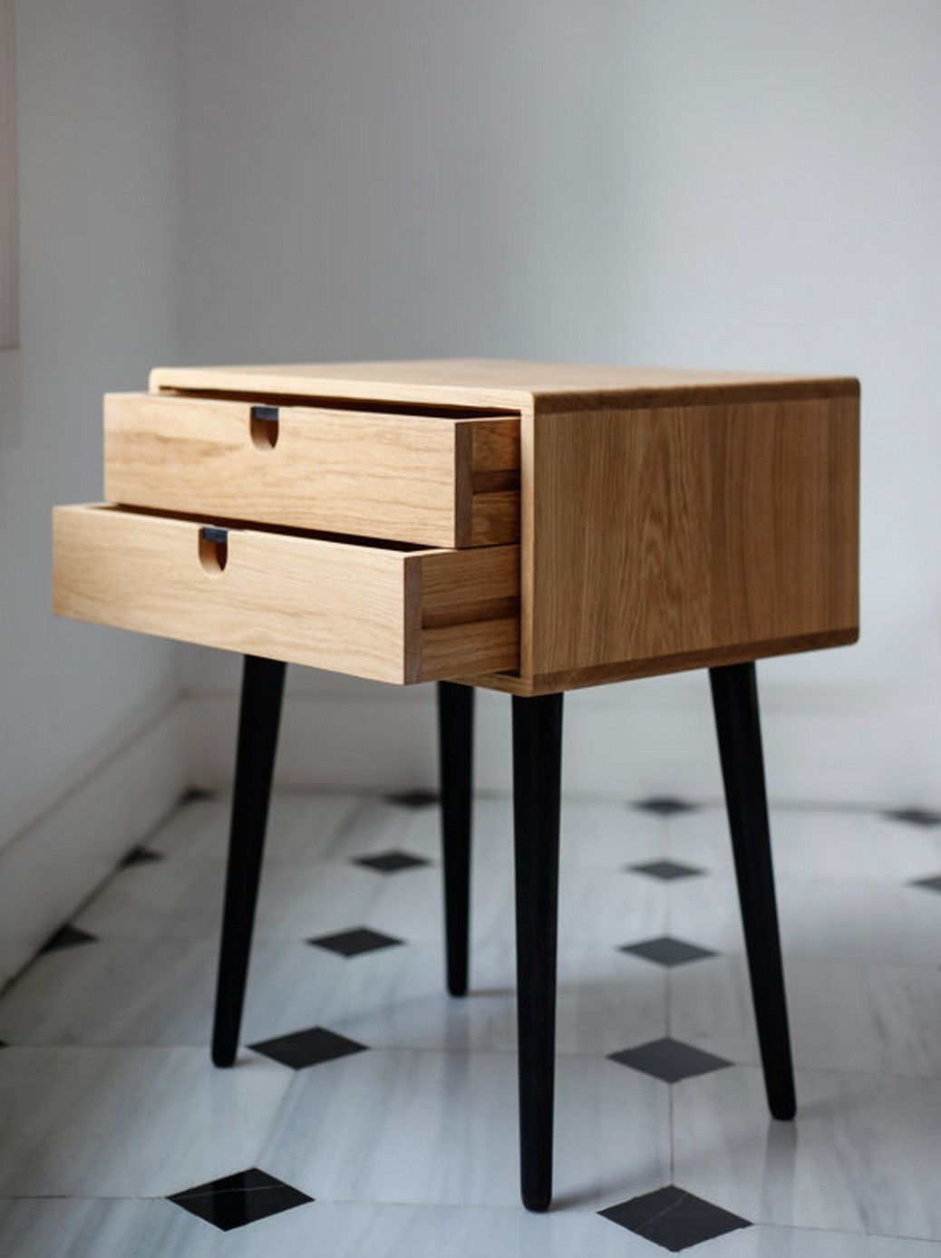 table de chevet petite taille conceptions de maison. Black Bedroom Furniture Sets. Home Design Ideas