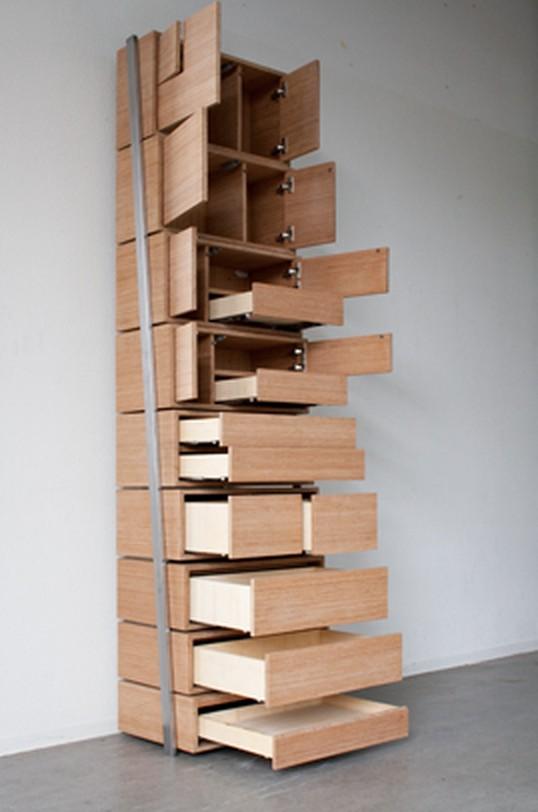 Une étagère plutôt originale pour accéder aux niveaux élevés ...